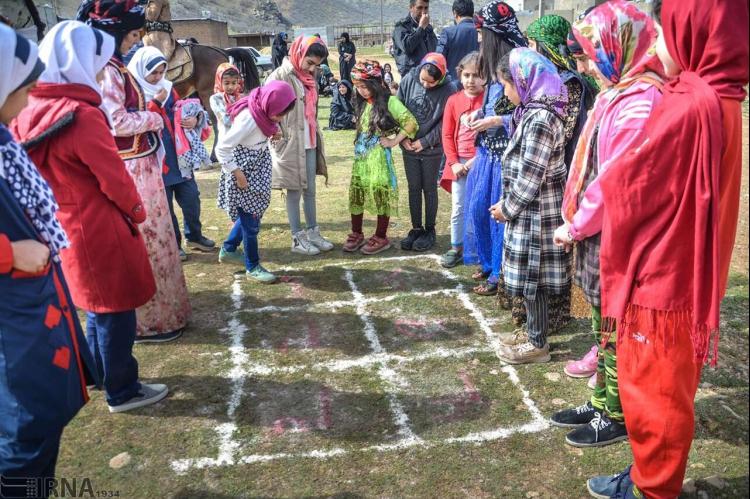 آیین گذار از صورتهای سنتی تا مدرن در میان کودکان ایرانی